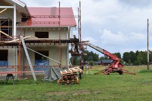 Att paret har valt att bygga nytt i Äppelbo beror bland annat på att de har rötterna där.