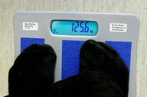 Vågen visar på 125,6 kilo. Nu kan det bara bli mindre.