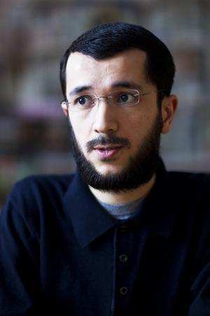 Imamens son David Nazarov måste tillsammans med resten av familjen hålla sig gömda efter att flera dödshot riktats till dem.