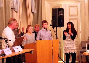 Första paret ut. Louise Kling Vieweg och Filip Hernstigen är de första ungdomarna som får pris ur Roger Arvidssons stipendiefond.
