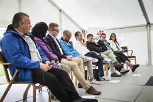 Politikerna Kenneth Thuring (SD), Maria Hansson Nielsen (KD), Viktor Wärnick (M), Magnus Ludvigsson (FP), Magnus Svensson (C), Sven-Erik Lindestam (S), Jonna Källström Böresson (V) och Gabriella Pettersson (MP) deltog i debatten.