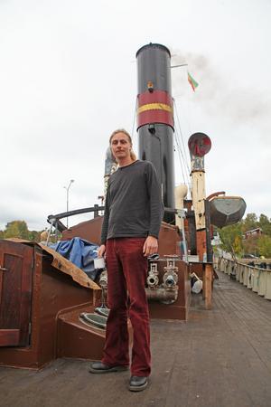 Axel Strandell Erstorp är son till Christer Strandell och arbetar även han på båten.