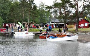Motorbåtar, kanoter, korvgrillning och hoppborg, det fanns mycket att titta på under båtens dag. Arrangemanget lockade såväl barnfamiljer som båtentusiaster.