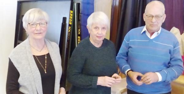 Britt Sundgren, Ingrid Erixon och Hans Eriksson uppvaktades för fem års aktivt arbete i föreningen.