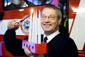 Räddningstjänstens Arne Berggren manar till försiktighet med ljus i advent och juletid.