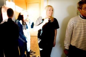 Ungdomsledaren Åsa Wallgren informerade om ordningsregler och efterlyste namnförslag.