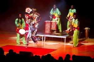 Gäster från Dakar. The Lions of Africa bjöd på en färgstark och medryckande show inför ett fullsatt konserthus. FOTO: PER GROTH