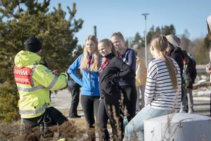 Innan eleverna fick gå ned på isen i grupper om fem gavs en genomgång av läget på vattnet.