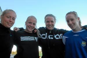 Fyra tongivande spelare i årets Norrby SK, från vänster: Sara Larsson, Nina Linder, Tova Linder och Emma Löfgren. Foto: Niclas Bergwall