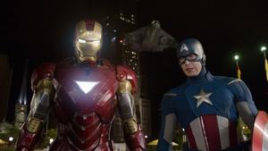 """Iron Man (Robert Downey Jr) och Captain America (Chris Evans). I """"The Avengers"""" möts de och slåss tillsammans med kollegorna Hulken och Thor."""