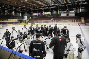 Jämtland-Härjedalens TV-puckslag tränade i helgen inför kommande gruppspel som inleds på fredag hemma i Östersund Arena.