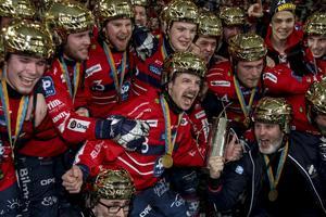 Edsbyns IF efter SM-guldet på Tele2 arena förra helgen.