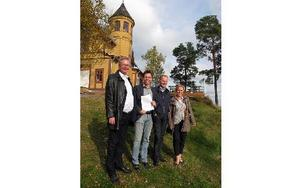 Mikael Rosén, kommunalråd, Pär Allanson, vd för Främb Udde, Carl-Johan Ingeström, vd för Visit Falun-Borlänge, och Lotta Magnusson, regional turistchef, presenterade det nya avtalet med Främby Udde och det tyska resebolaget. FOTO: KRISTINA VAHLBERG
