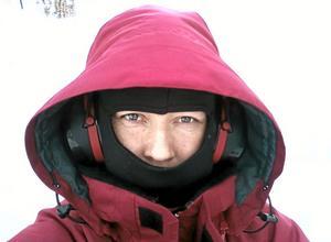 Vinnarbilden – ett självporträtt. När termometern visar –24 och man ska ut och jobba några timmar, då gäller det att ha rätt kläder på sig. FOTO: LÄSARBILD/EVA BJÖRK