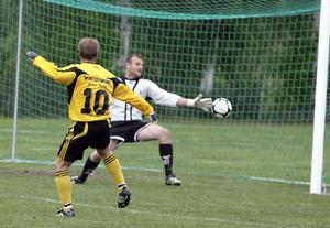 Enångers Magnus Johansson drog till på volley och avgjorde seriefinalen mot Hög.