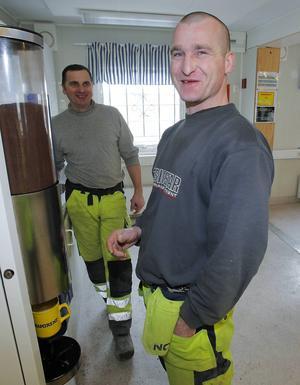 Michael Czernikowski och Pablo Strepek var två av de då 60 polska gästarbetarna som gick skift på Hissmofors. Bilden från reportage 21 april 2012. Foto:Olof Sjödin.