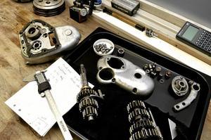 låda. Denna Nortonväxellåda ska renoveras till en Midgetracer som ska gå på engelska Goodwood i år.