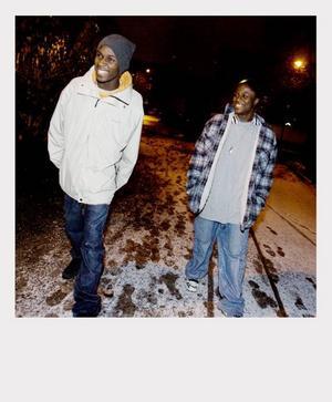 Klockan 16.30Charles och Herman går mot stan. Det var Breakdancen som först fick in Charles på hip-hop-spåret.