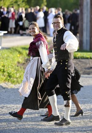 En höjdpunkt under besöket, tycker Magnus Jonsson, var när Daniel och Victoria anlände till den officiella middagen på fredagskvällen i sina Ockelbodräkter, som de fått i bröllopspresent av kommunen, och den församlade journalistkåren började viska sinsemellan om vad det var paret bar.