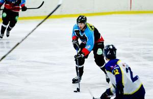 Liam Lindström var glödhet och gjorde fem mål och passade till ytterligare två då S/L vann med 8–7 mot Häradsbygden efter förlängning.
