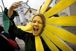 Maskeringen varierade stort, i karnevalståget. Klasserna väljer tema, och eleverna bidrar med en personlig touche.