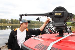 Fiskeguiden Martin Elversson har renoverat och utrustat en båt speciellt för ändamålet.