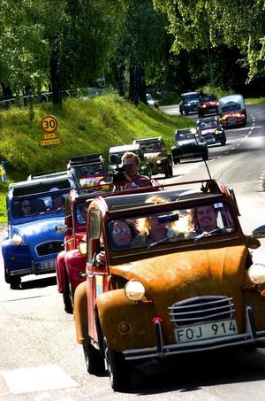 Cruising. Ett 60-tal bilar deltog i cruisingen in till Borlänge centrum. Foto:Jan Dalevall