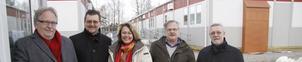 Akutfasen över. Lars-Erik Lindvall, t.f. skolchef, Pelle Strengbom (S), rektor Catharina Luthman, Stellan Lund (M) och fastighetschef Håkan Björk konstaterar att de nya modulerna fungerar utmärkt.