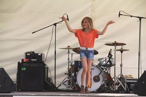 Linn Wikblad, 11 år från Edsbyn, tog andraplatsen med Linda Bengtzings låt Alla flickor. – Linda får passa sig, vi har en ny schlagerprinsessa på gång, var juryns omdöme.