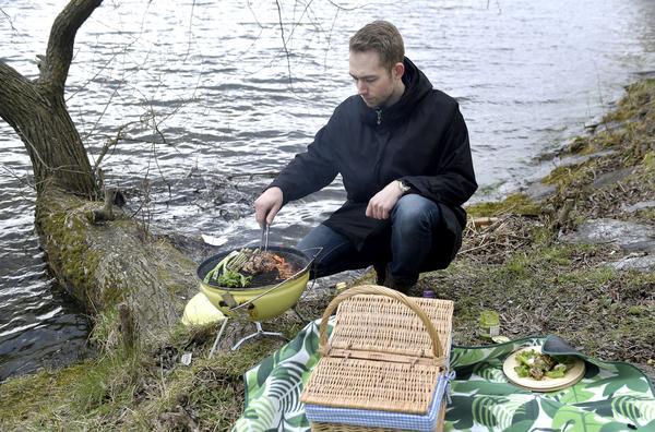 Johan Backeus är uppvuxen på en gård utanför Sundsvall och gillar att vistas ute i det fria.