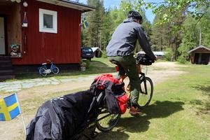 Simon cyklar vidare mot Kebnekaise