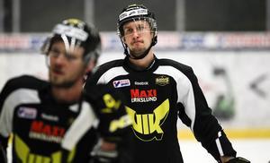 Simon Karlsson är tillbaka i spel för VIK Hockey.