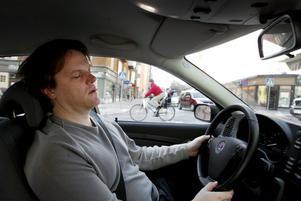 Stanna bilen och ta en tupplur när du börjar bli trött.
