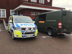 Det var ett stort pådrag under morgontimmarna i Smedjebacken. En lättnad när en polispatrull fann kvinnan vid liv.