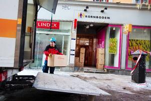 """Arbetet med att restvärdessäkra """"Lindexfastigheten"""" i centrala Östersund fortsatte under gårdagen."""