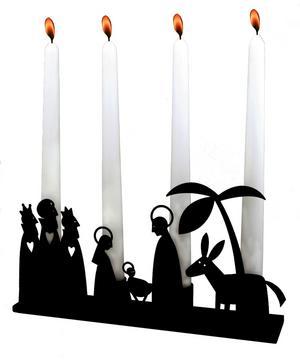 Julkrubban och adventsljusstaken är klassiska inslag i julpyntet. I den här ljusstaken från Plutoprodukter möts de i en ovanlig kombination. 295 kronor kostar den på Favoritsaker.se.Foto: Favoritsaker.se
