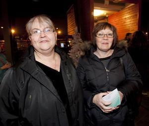 Christina Dahlin och Kerstin Jansson är båda synpedagoger på syncentralen i Sandviken. De såg fram emot festligheterna i går kväll.