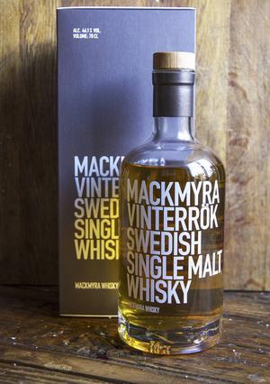 Mackmyras nya rökiga maltwhisky imponerar på Arbetarbladets dryckesskribent.