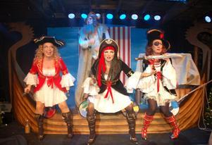 Maria Nilsson, Camilla Collett och Katarina Sakrisson som pirater.