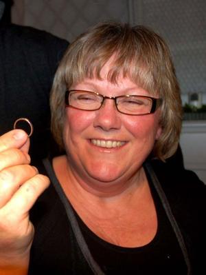 Lena Påhlsson tycker fortfarande att det känns overkligt att vigselringen är tillbaka efter att ha varit borta i 16 år.