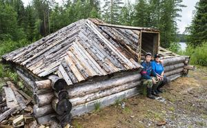Till hösten räknar Tom Olofsson och Ingela Dahlin med att fiskeklubbens stuga vid Gamfäbodtjärn ska vara klar för invigning.