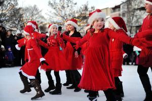 Dansoteket lär inte kylan sätta stopp för deras julshow.