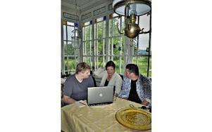 Linus Lindman, Kung Salomo och även biträdande regissör, Birgit Carlstén, regissör och Thijs Wiessing, scenograf.FOTO: BOEL FERM