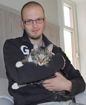 Andrée Wallin och katten Melvin.