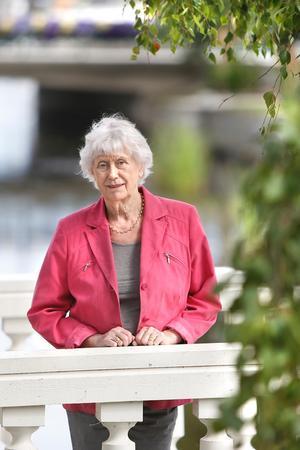 Kerstin Ekman, som bor i Häverö, skildrar prästen och Linnélärjungen Clas Bjerkander i en ny biografi.