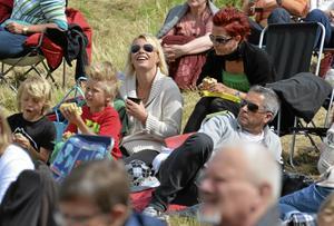 Vännerna Johanna Gustafsson och Linda Eriksson hade trevligt tillsammans med sina familjer. Framför sitter Melvin Gustafsson (i svar tröja), Leo Eriksson och pappa Henrik Gustafsson.