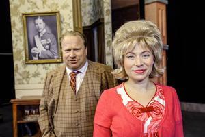 Claes Malmberg och Frida Hallgren spelar huvudrollerna i