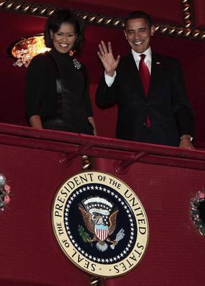 President Barack Obama behövde mindre än en månad på sig för att få igenom ett gigantiskt stimulanspaket ägnat att få ekonomins hjul att börja rulla igen. Här med sin fru Michelle.Foto: Scanpix