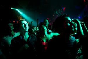 Partydags. Ett gyllene tillfälle att återuppleva – eller upptäcka – discodängor erbjuds då Heartbreak satsar på retro i äkta vinyltappning.