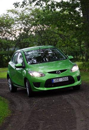Foto: Rolf GildenlöwDen grönaste bilen hittills från Mazda. Och det gäller inte bara den yttre kulören. Mazda 2 är dessutom ett bevis på att snåla bilar inte behöver vara tråkiga att köra.